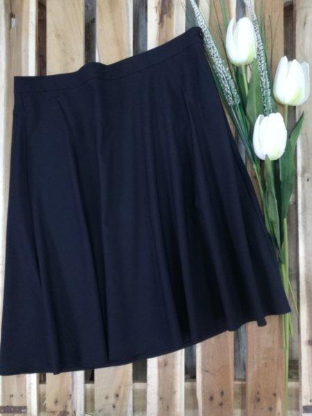 Черна  разкроена дамска пола